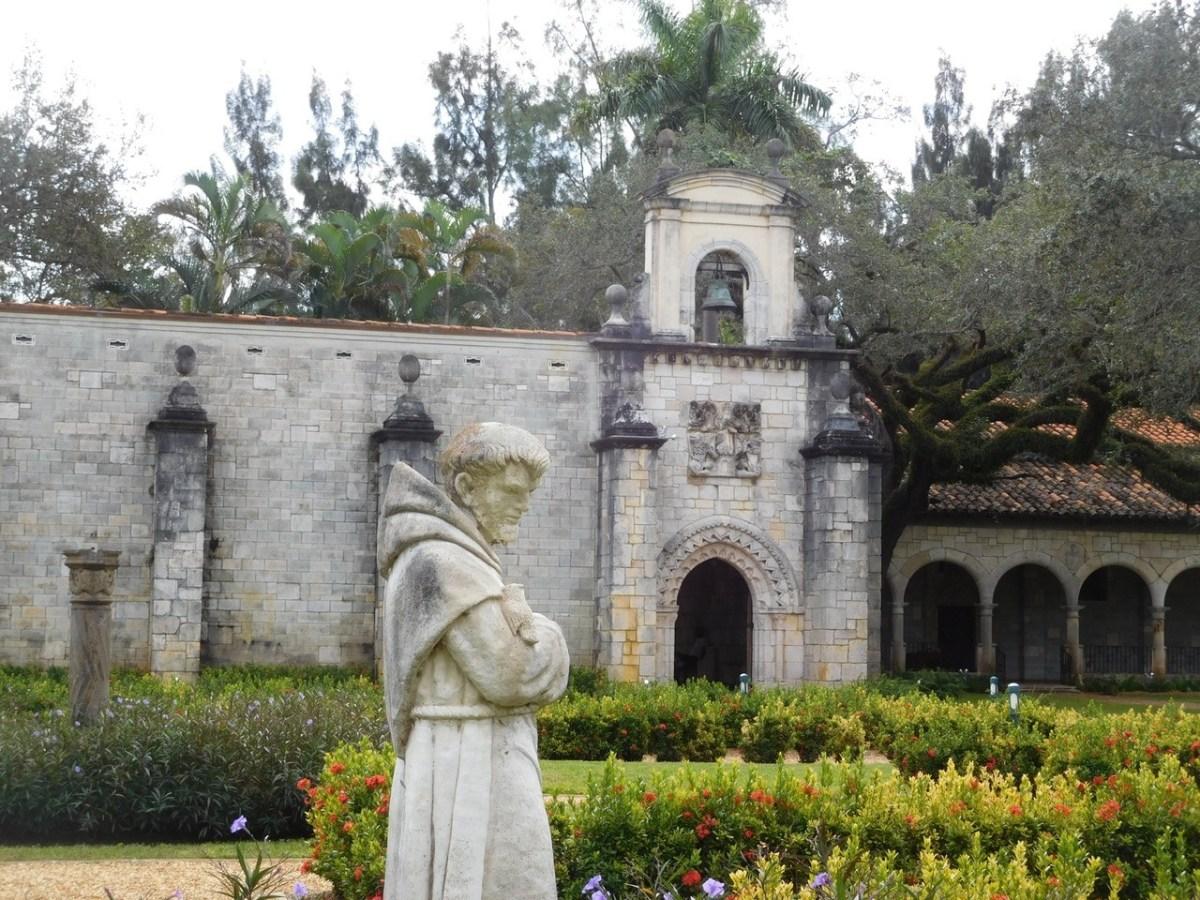 Un monastère espagnol du XIIème siècle au milieu de la moderne Miami