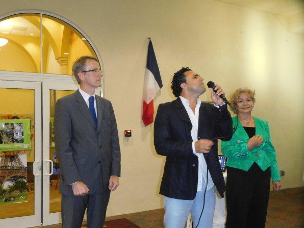Jay Sebag interprétant les hymnes nationales - 30 ans du Consulat de France à Miami