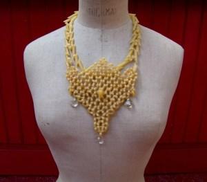Un collier de nouilles, c'est mieux avec des diamants !