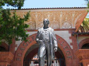 Statue de Henry Flagler devant le Flagler College de St Augustine