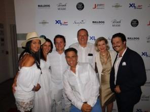 Les organisateurs de la Soirée Bastille Day des French Tuesdays à Miami, Cyril Kadouch et Eric Even, en compagnie des responsables de l'UFE Xavier Capdevielle, Olivier Sureau, et leurs épouses.