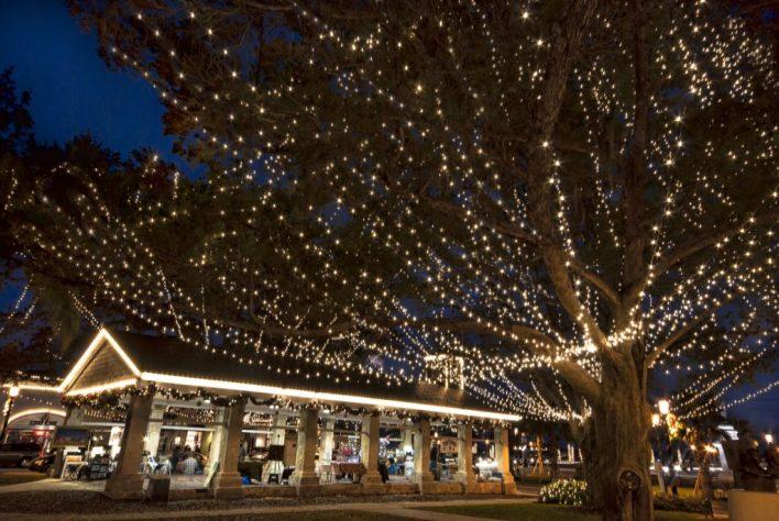 La « Plaza de la Constitucion » est l'un des endroits les plus populaires au cours des nuits de lumières de Saint-Augustine, qui se déroulent chaque année à partir de la mi-novembre jusqu'en janvier.