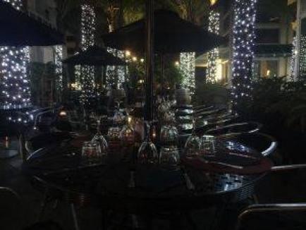La terrasse : magnifique de jour comme de nuit !