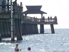Plage de Naples Pier, en Floride
