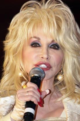Dolly Parton (crédit : Eva Rinaldi CC BY-SA 2.0)