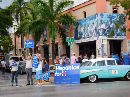 Samedi dernier à Little Havana (Miami), il y avait compétition chez les Latinos pour défendre son favori pour l'élection présidentielle.
