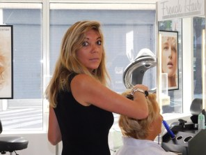 Manuela, coiffeuse au French Hair Studio de Miami-Brickell.