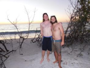 Fête sur la plage nord de Longboat Key pour le réveillon du jour de l'an.