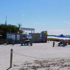 Le snack Hurricane Charlie's Hideway sur la plage sud de Lovers Key en Floride