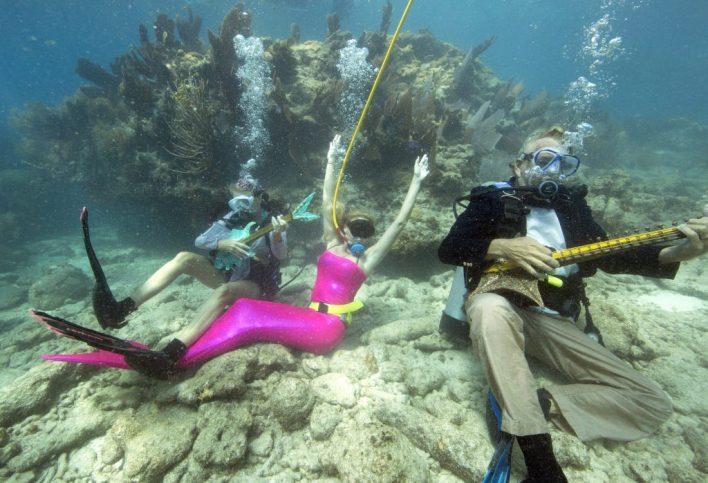Chaque année il y a le Lower Keys Underwater Music Festival à Looe Key !