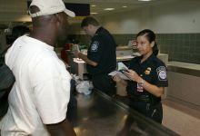 Photo of Interdiction d'entrée aux USA : qui pourra quand même revenir ? Et dans quel aéroport ?