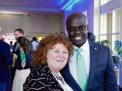 Susan Harper (consule du Canada) et Gandy Thomas (consul de Haïti), lors du Bastille Day du consul général de France à Miami, Clément Leclerc.