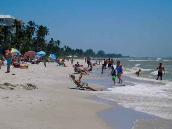 Plage de Lowdermilk Beach à Naples (Floride)
