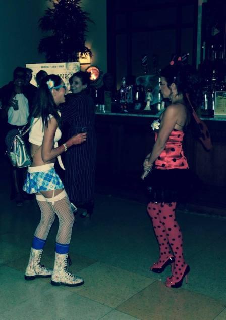 Ambiance au bal masqué d'Halloween et concert de Joris Delacroix au National Hotel de Miami Beach