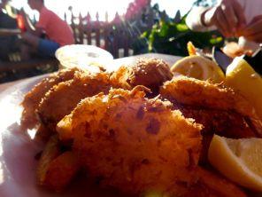 Beignets de crevettes à la noix de coco au restaurant du port de Bokeelia, village de pêcheurs et de cottages sur l'île de Pine Island, près de Fort Myers en Floride