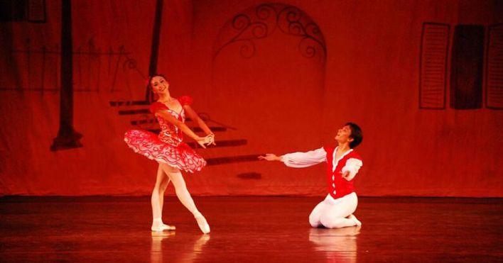 Danse : Harlequinade, à Aventura