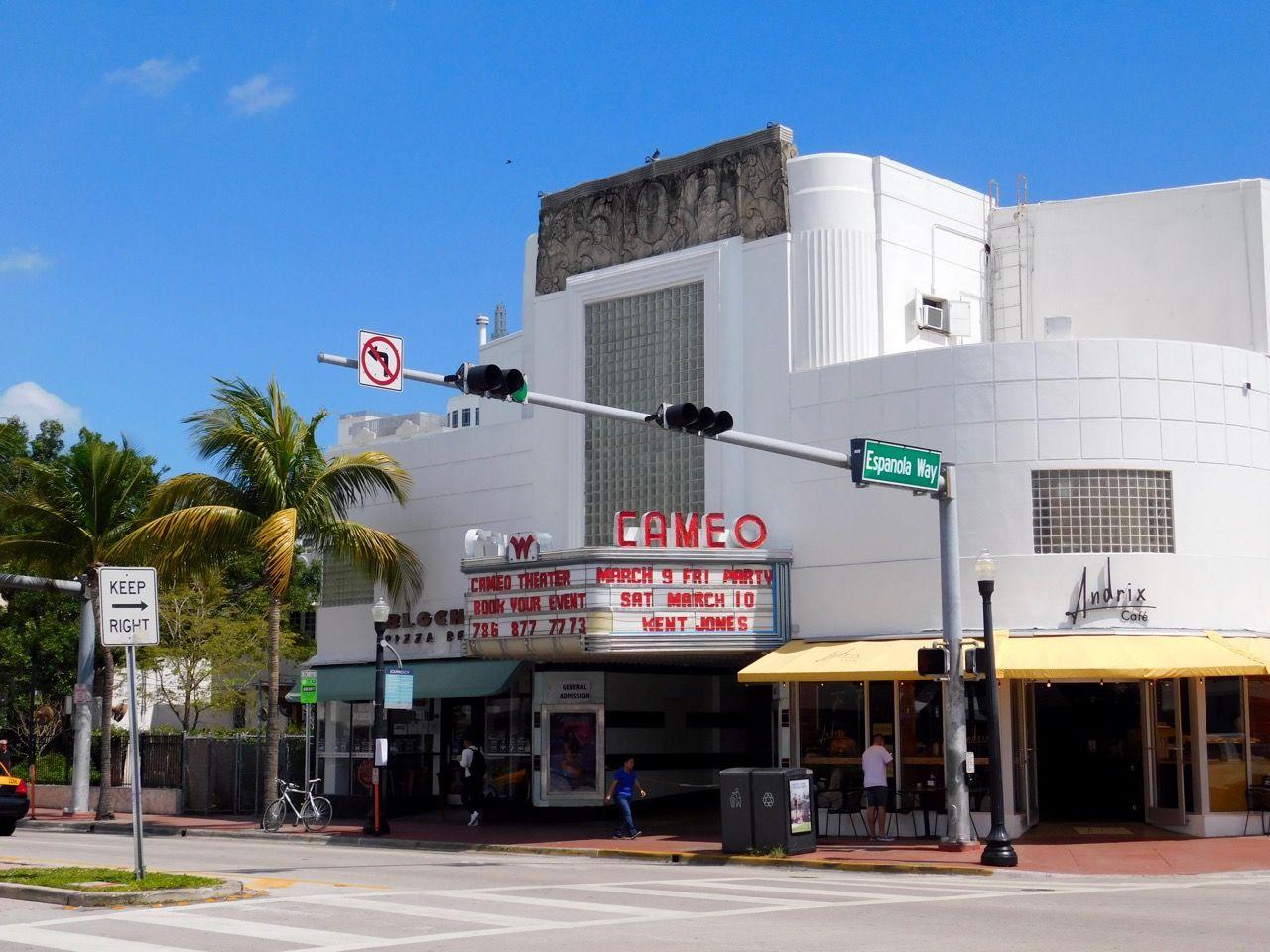 Le Cameo Theater, de style art déco, sur Collins Avenue à South Beach / Miami Beach