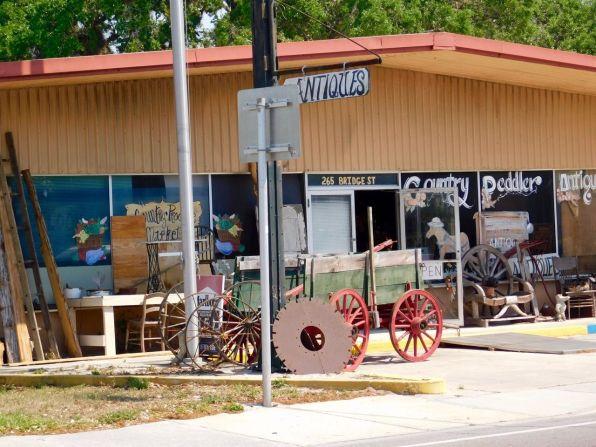 Magasin d'antiquités dans le centre ville de La Belle, en Floride