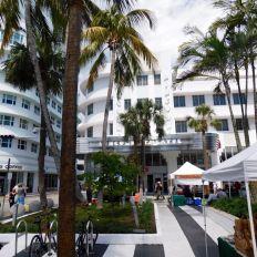 Lincoln Theater sur Lincoln Road : la grande artère piétonne de Miami Beach avec tous ses cafés et restaurants.