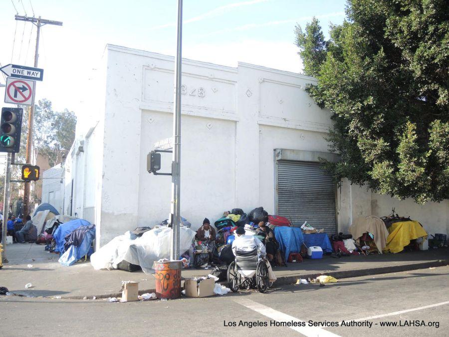 Les sans-abris dormant dans la rue du quartier de Skid Row à Los Angeles