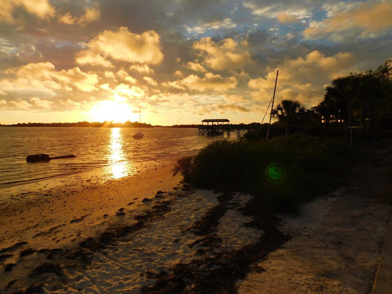 Coucher de soleil sur l'Île de Cedar Key, en Floride.
