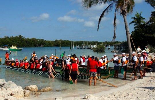 Courses de Dragonboats au départ de la magnifique Sombrero Beach de l'île de Marathon.