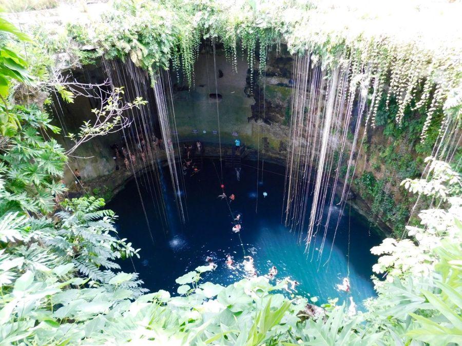 La cenote Ik Kil de Chichen Itza (au Mexique)