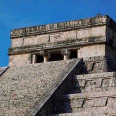 Le sommet de la pyramide de Chichen Itza
