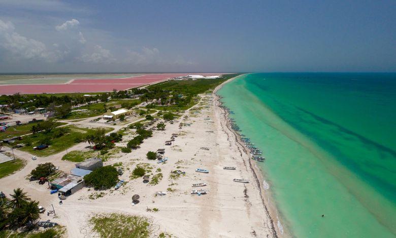 Vue aérienne des lacs roses de Las Coloradas au Mexique