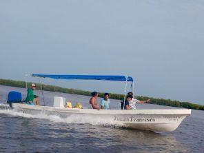 Lancha dans le lagon de Rio Lagartos dans le Yucatan.