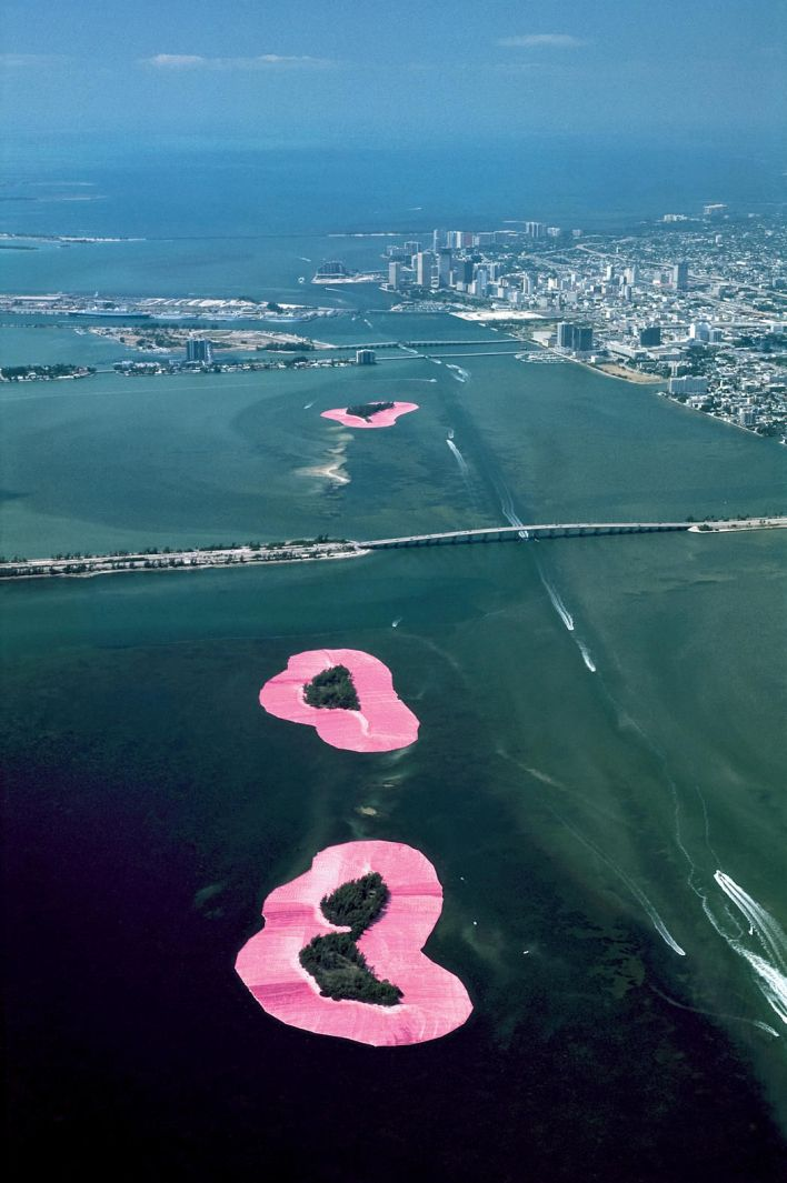 Christo et Jeanne Claude enrobent de rose les îles de Miami et Miami Beach