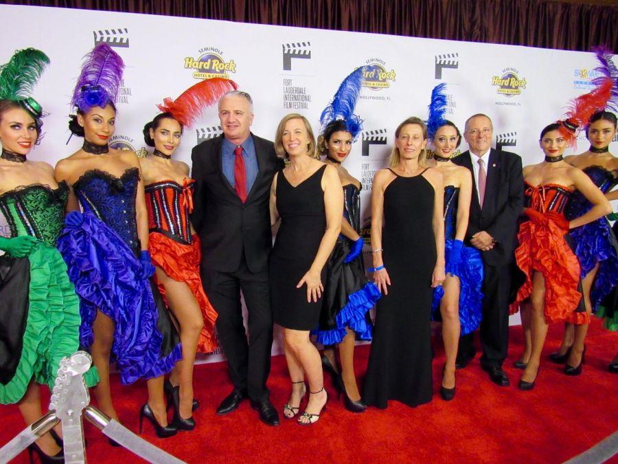 Le FLIFF, Festival du cinéma de Fort Lauderdale, avait mis beaucoup de cancans et de tour Eiffels pour sa soirée d'ouverture. Ici avec Gwendal et Helen Gauthier, Xavier Capdevielle et Bénédicte Blanc-Fontenille (UFE)
