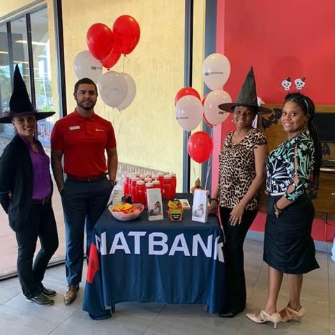 Natbank a dignement fêté Halloween dans toutes ses succursales, comme ici avec Christine, Bryan, Merlans et Marie-Juste.