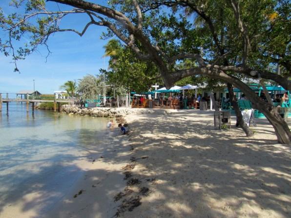 La plage et le restaurant Marker 88àIslamorada