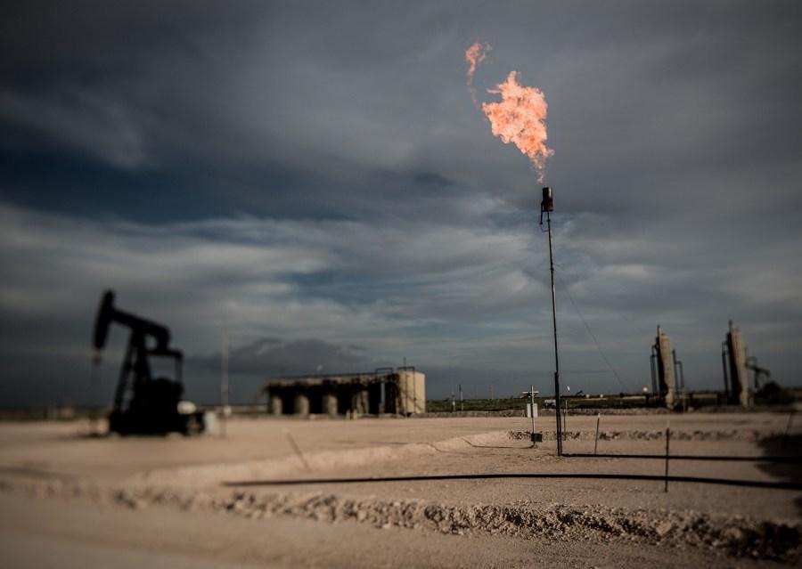 Puit de pétrole dans le Permian Basin du Texas