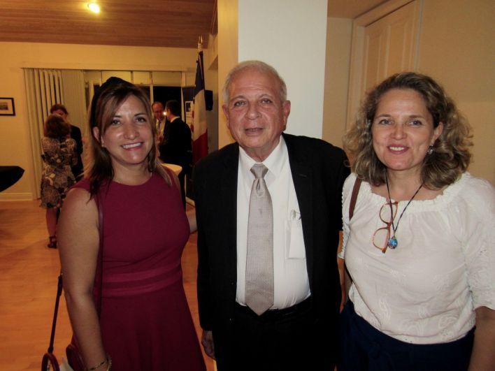 Leila Macor (AFP Miami) Tomas Regalado (ex star du journalisme et maire de Miami jusqu'à l'a passé), Nathalie-Cluzet-Bertot (attachée de presse au consulat de France à Miami).