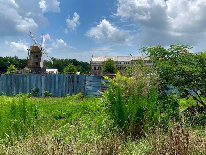 """Le site de """"Alexandria"""", là où est tourné The Walking Dead est en plein centre de Senoia"""
