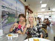 Lise Lévesque et Francine Jacobson (Crédit photo : Diane Ledoux, Le Courrier de Floride)