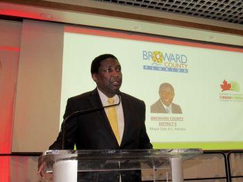 Dale Holness (maire du comté de Broward) lors du gala des 10 ans de la Chambre de commerce Canada-Floride