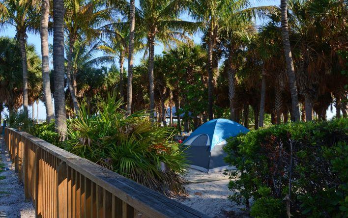 Camping à Peanut Island en Floride.
