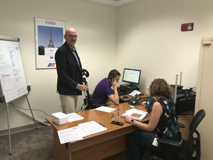 Laurent Gallissot à la cellule de crise du Consulat de France à Miami