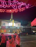 """Vu du Tower Theater de Little Havana depuis l glacier """"Azucar"""" de l'autre côté de la Calle Ocho"""