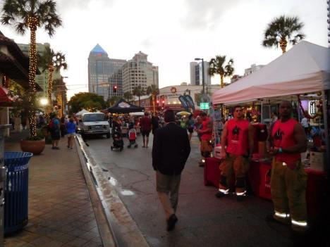 Las Olas Blvd (Fort Lauderdale) à la tombée de la nuit