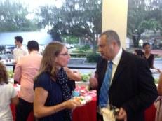 Franck Bondrille (conseiller consulaire français à Miami) en compagnie de Laurence (Bonjour Weston)