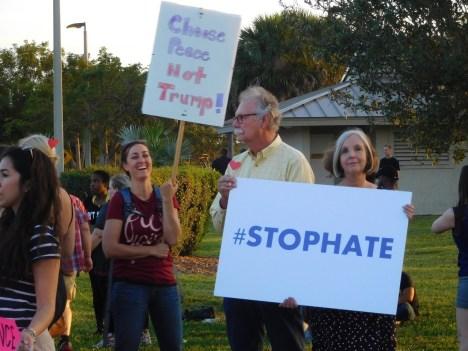 Les opposants à Donald Trump le 13 mars à Boca Raton