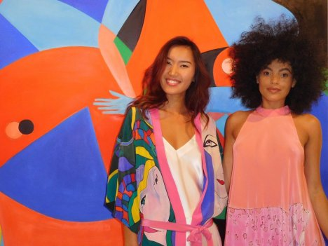 La Cuisine de Sylvie (à gauche) a régalé les palais durant le vernissage de Blooming Beauties à la Macaya Gallery de Miami