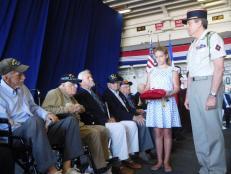 Le 7 mai dernier, veille de l'anniversaire de la victoire alliée de 1945, les consulat général de France à Miami organisait une cérémonie à Port Everglades (Fort Lauderdale) sur le porte-avions USS Bataan afin de remettre les insignes de la Légion d'Honneur à 9 résidents de Floride, vétérans de la Seconde Guerre Mondiale.