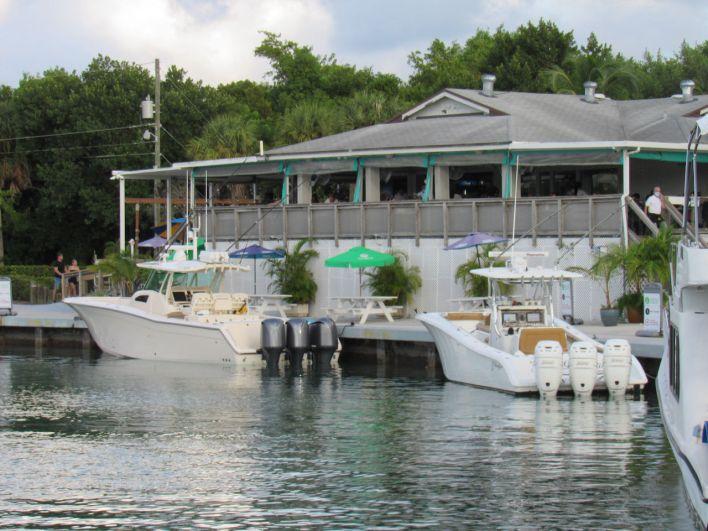 Le restaurant Boater's Grill au No Name Harbor dans le Cape Florida State Park sur l'île de Key Biscayne à Miami