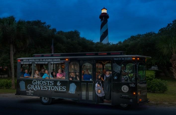 """St-Augustine est célèbre pour ses nombreux """"tours hantés"""" tels que les tours de tramway « Ghosts & Gravestones », pour ses fantômes et ses pierres tombales."""