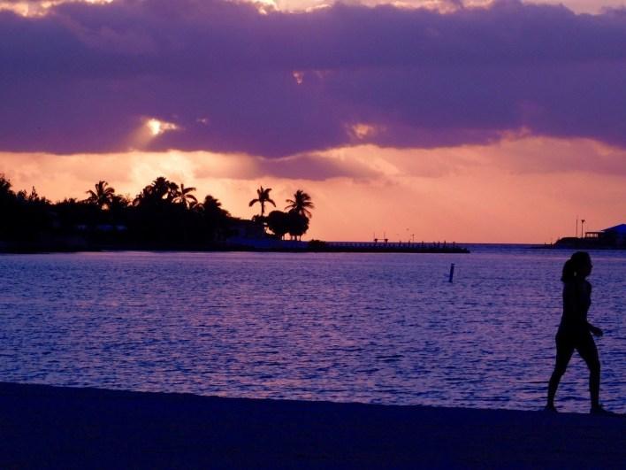 La plage de Sombrero Beach au lever du jour (à Marathon dans les Keys de Floride)